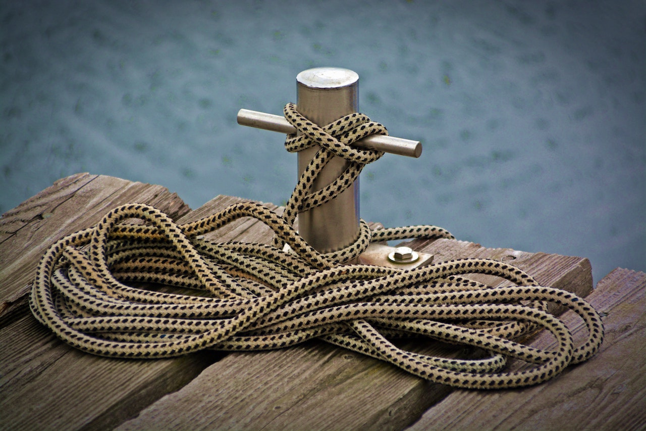 How to Safely Tie a Boat to a Dock