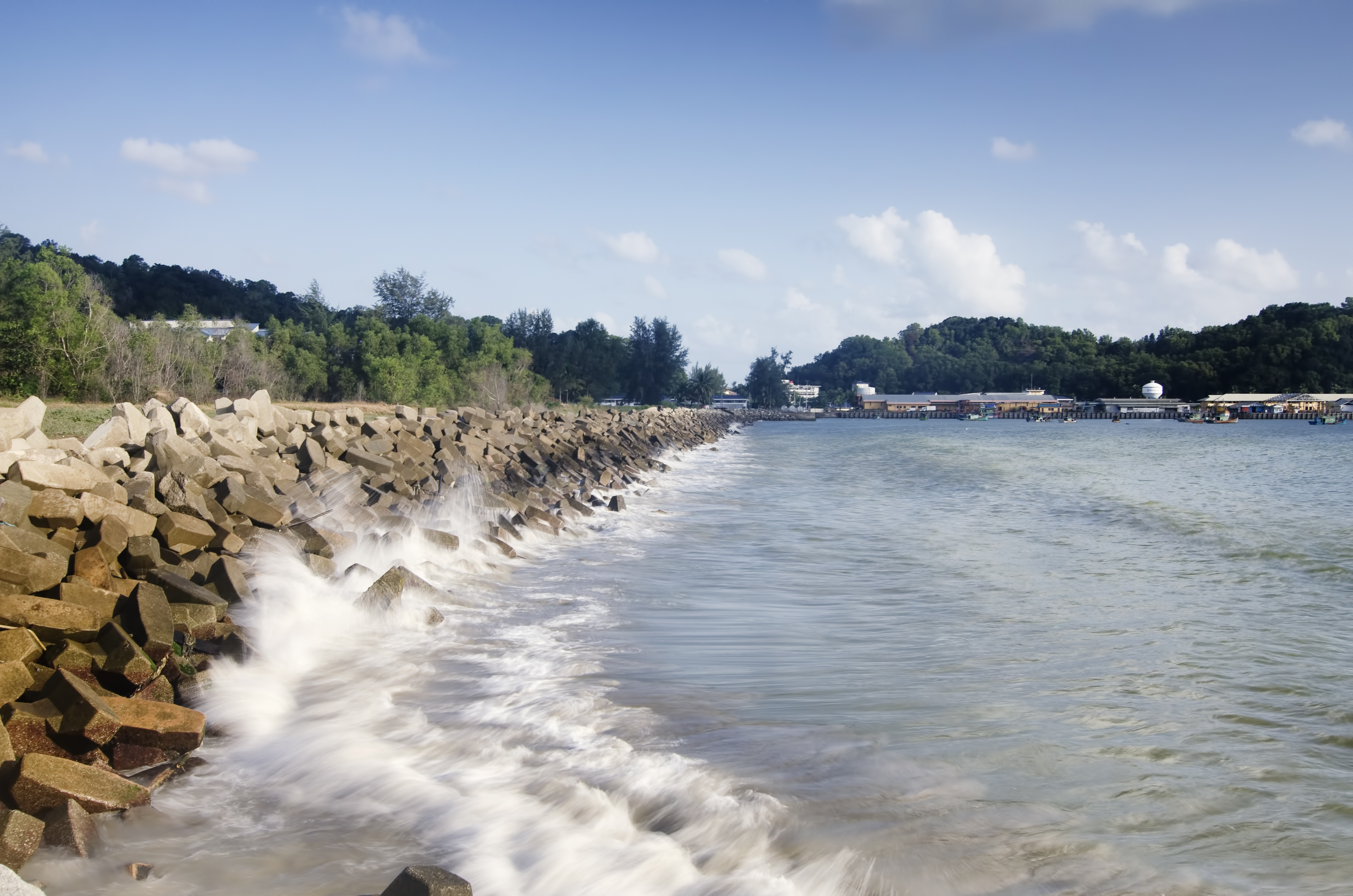 Do You Know the Difference Between Breakwater and a Seawall?