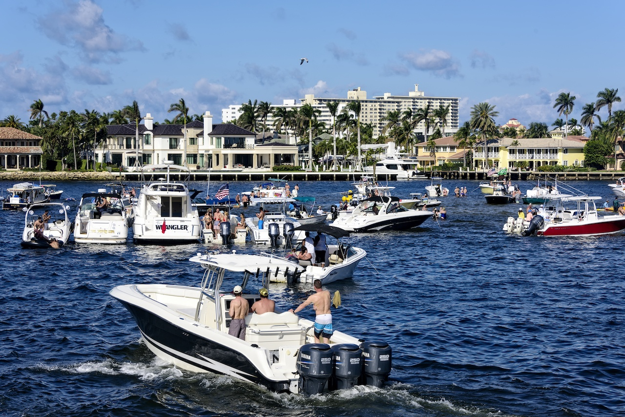How to Handle Your Boat in High Traffic Waterways and Small Inlets